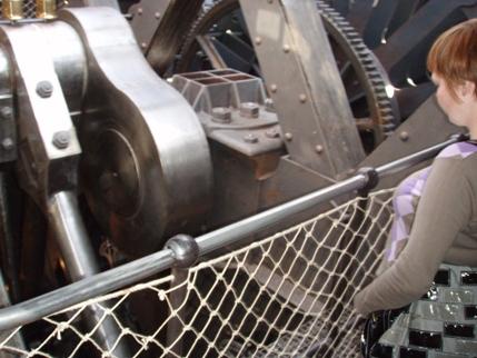 Motoren var genskabt delvist i træelementer for at gøre den lettere